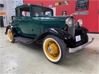 1932 Ford - 5 Window Coupe